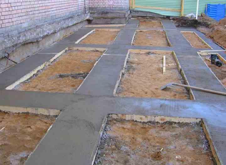 Песчано-гравийная подушка под фундамент