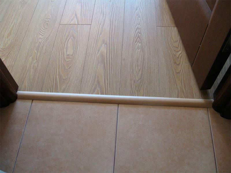 Как правильно выполнить стык между плиткой и ламинатом