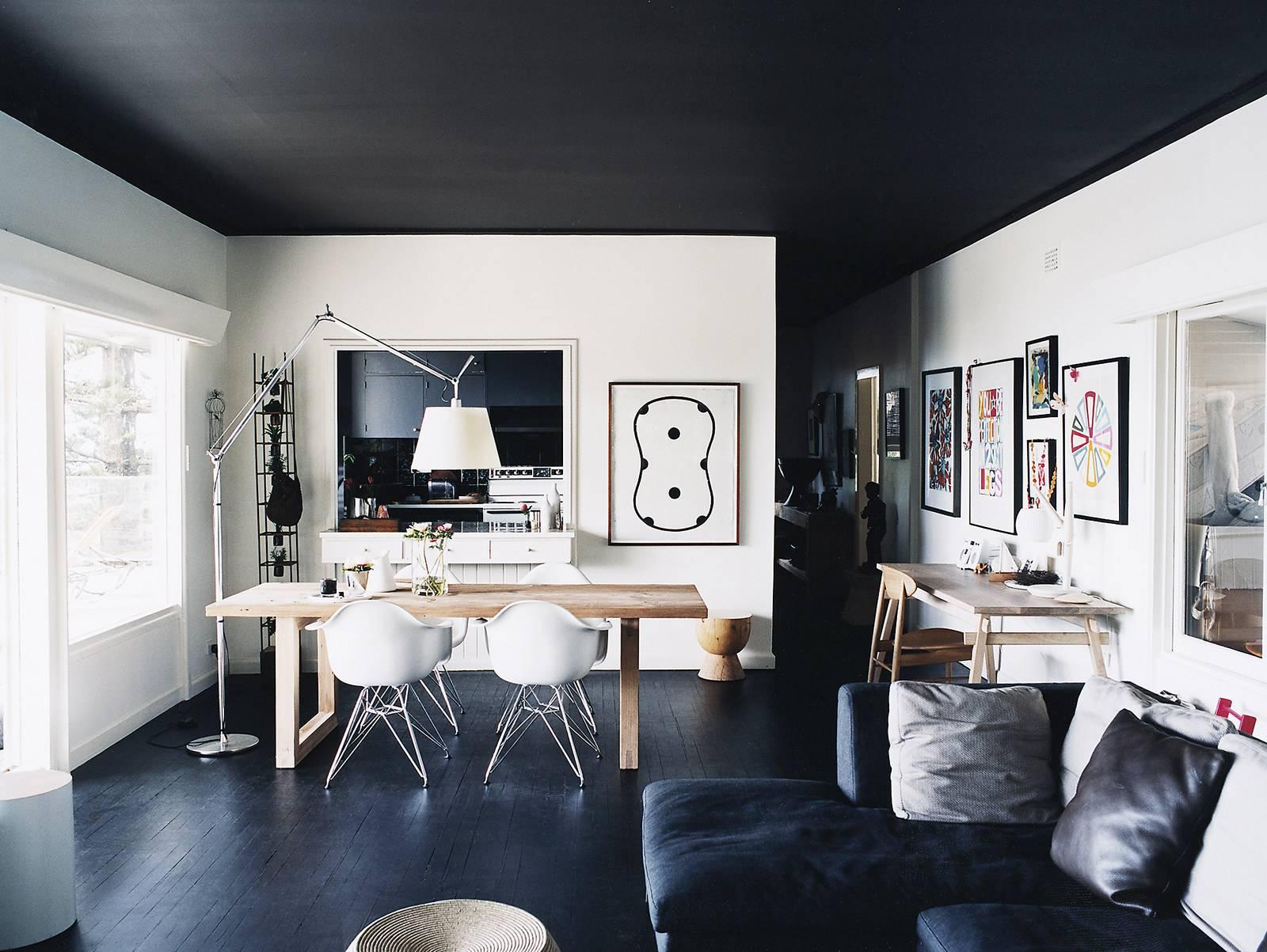 Комната с черным потолком - в каких случаях применяется такое решение
