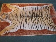 Ковры с животными: искусственные изделия с изображениями природы, модели в виде панд и с рисунком оленя