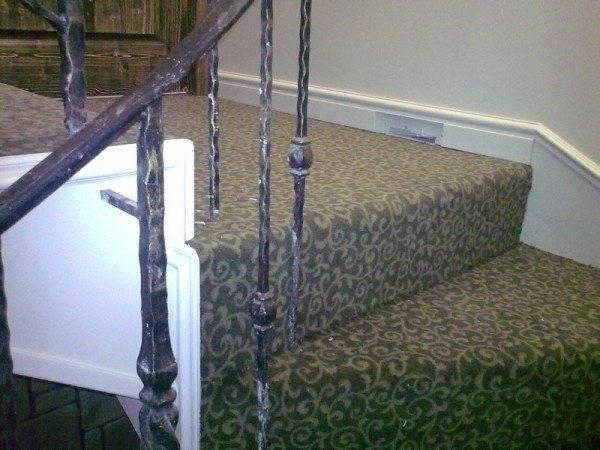 Покрытие лестницы ковролином