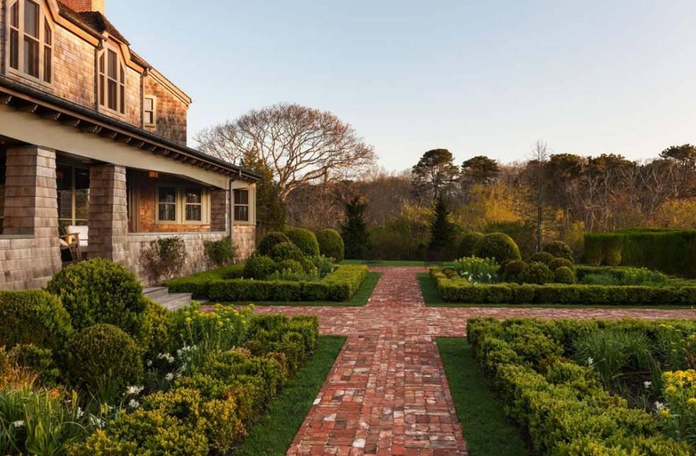 Чем покрасить деревянный дачный домик снаружи? 24 фото выбор цвета для дачного дома. покраска деревянных стен на даче надолго, сочетание цветов