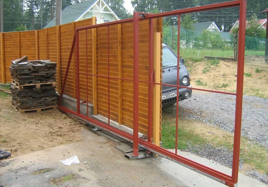 Как установить откатные ворота на сваях: преимущества винтовых свай, особенности монтажа автоматических и механических ворот на сваях