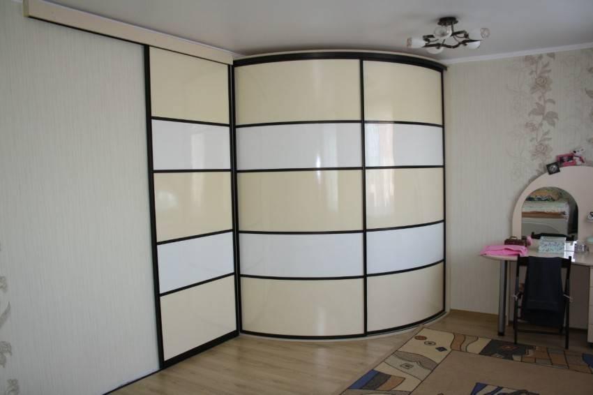 Радиусные шкафы (53 фото): круглые и полукруглые модели с радиальными дверями в спальню и гостиную