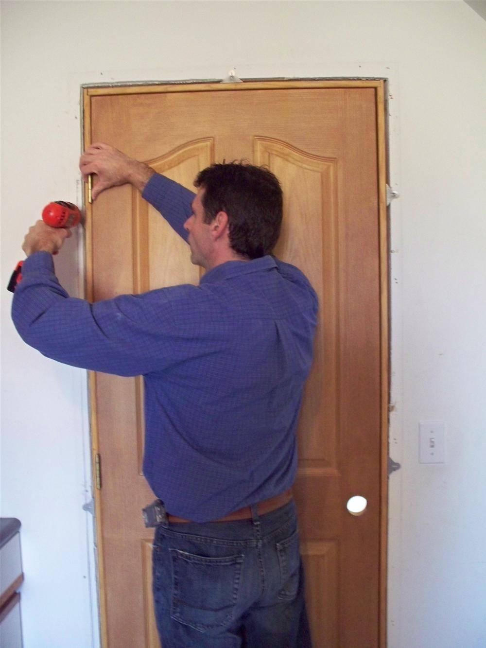 Сборка и установка дверной коробки, навешивание межкомнатной двери своими руками