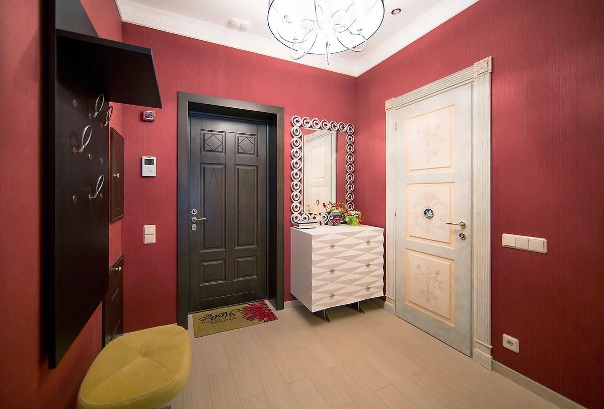 Как облагородить входную дверь в квартиру своими руками изнутри и снаружи, в том числе металлическую после установки, как улучшить дверной проем, а также фото
