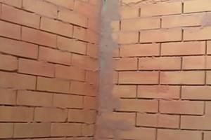 Выравнивание стен без маяков правилом своими руками (видео)
