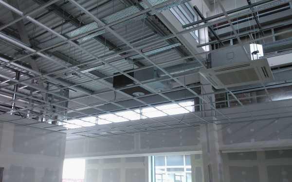 Потолок армстронг своими руками: инструкция, как рассчитать материалы, сделать схему монтажа, собрать и установить подвесную конструкцию