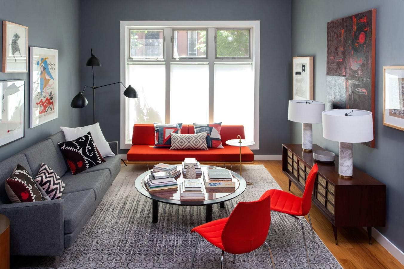Красный диван в интерьере: особенности цвета, сочетание с другими цветами и стилями, примеры оформления