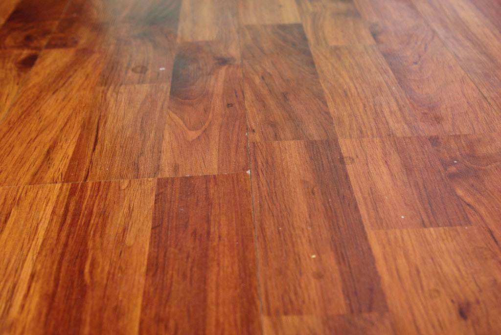 Ремонт ламината (42 фото): почему скрипит и что сделать без разбора напольного покрытия, если его залили водой, реставрация пола в домашних условиях