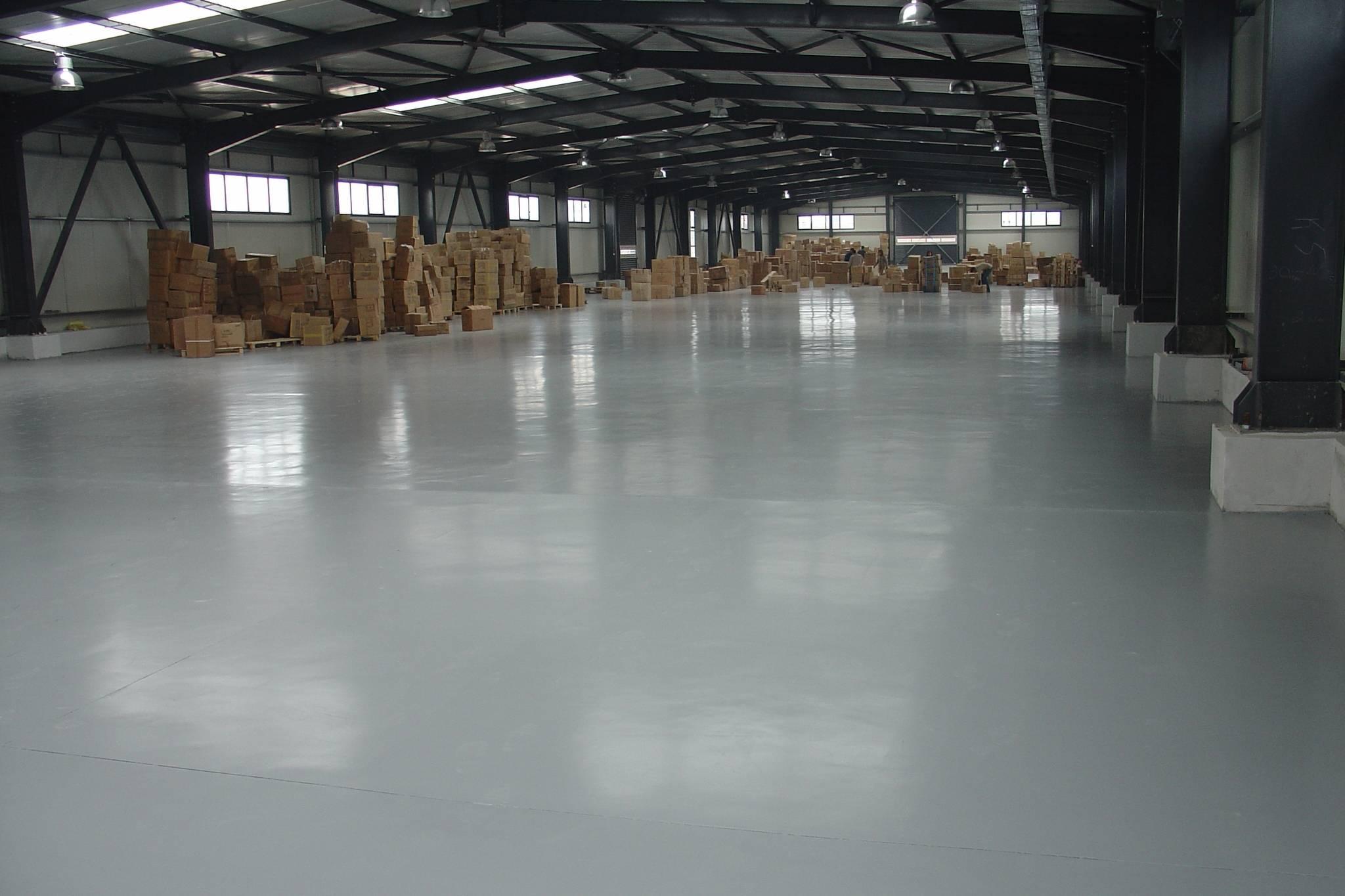 Краска для бетонного пола: нанесение, обеспыливание, выбор износостойкого состава