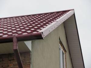 Монтаж ветровой планки на металлочерепицу: крепление торцевой планки для кровли, как крепить, размеры, установка на крыше