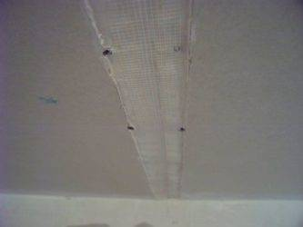Ремонт трещины на потолке своими руками: как заделать и зашпатлевать щели