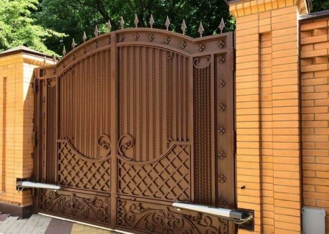 Ворота для частного дома: рассматриваем подробно