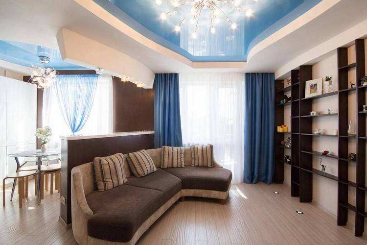 Натяжные потолки для гостиной - фото дизайна и интерьера