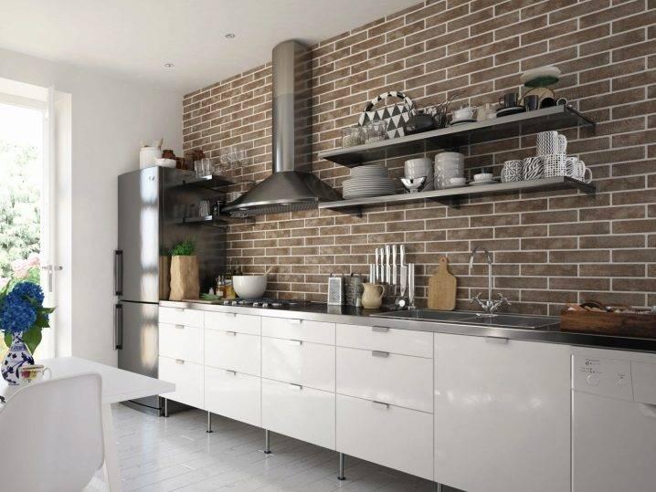 Плитка кирпичиками: декоративная кухня с фартуком под кирпич