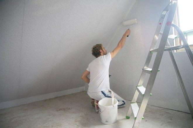 Нужно ли грунтовать стены перед поклейкой обоев: причины, виды грунтовки и основные правила