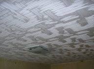 Как клеить потолочную плитку из пенопласта? как правильно приклеить изделия на потолок, оклейка поверхности пенопластовой плиткой