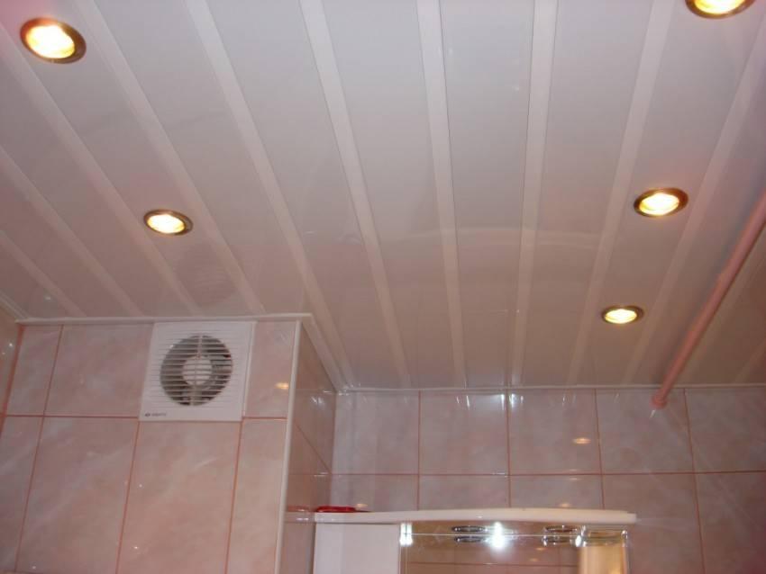 Потолок в ванной комнате: какой лучше сделать?