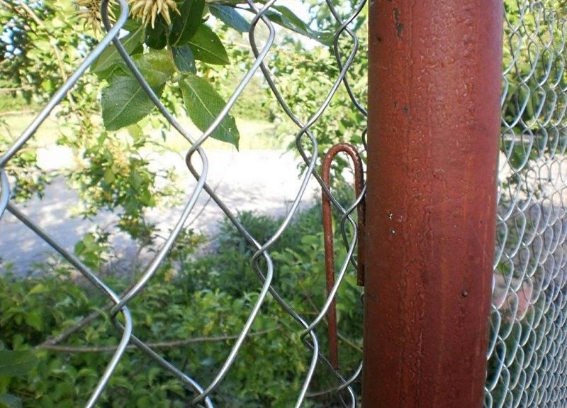 Фасадная сетка – бюджетный вариант материала для дачной ограды