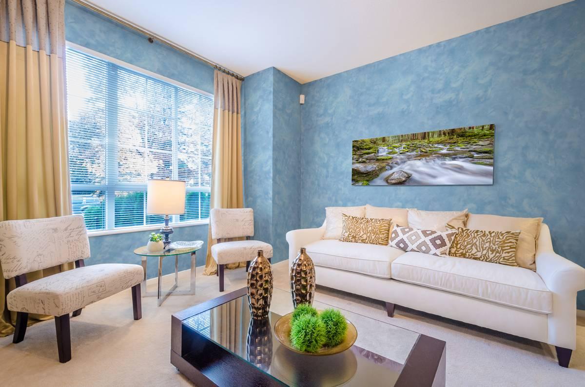 Обои под штукатурку (66 фото): что это значит, идеи в интерьере квартиры с эффектом, иммитирующим декоративную текстуру стен, итальянские изделия с фактурным золотым рисунком в виде имитации венецианской штукатурки