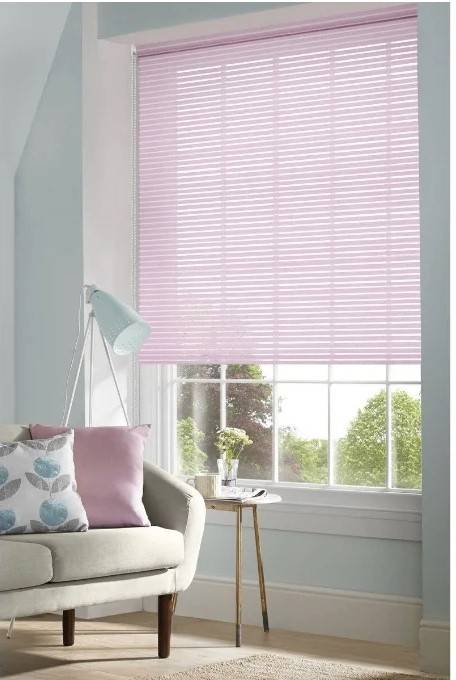 Солнцезащитные рулонные шторы: свойства и преимущества