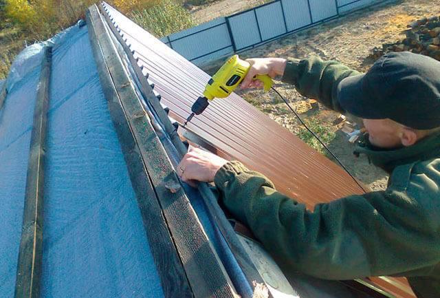 Расход саморезов на 1м2 профлиста для кровли и сколько листов покрытия потребуется для крыши - расчет коэффициента
