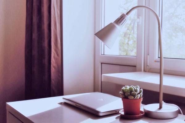 Как выбрать хорошую настольную лампу для школьника