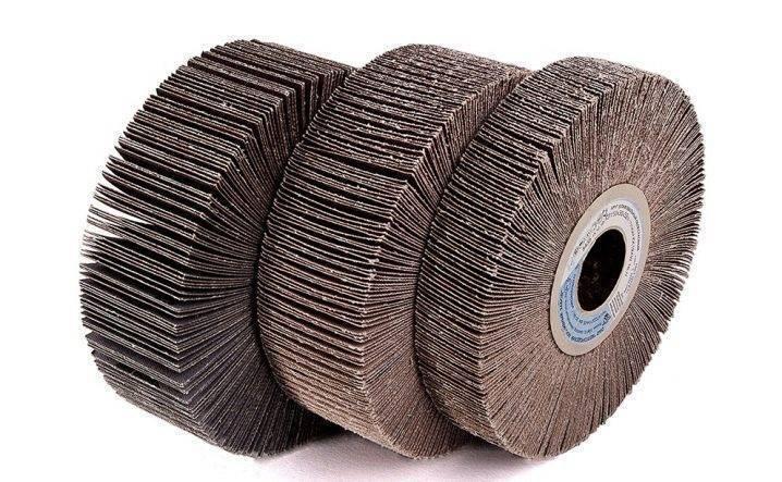 Лепестковый шлифовальный круг для болгарки: как выбрать диск по дереву и по металлу? особенности насадки 125 мм на ушм. для чего используется торцевой круг?