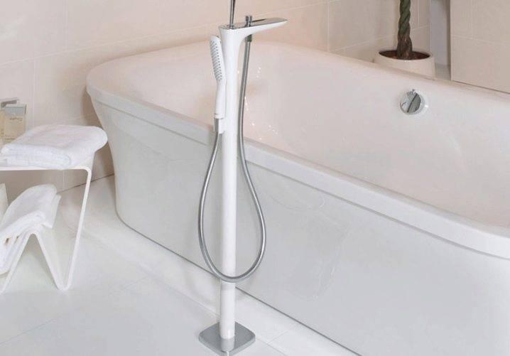 Смеситель для раковины в ванной комнате: как выбрать кран для накладного умывальника, рейтинг производителей, белые, черные