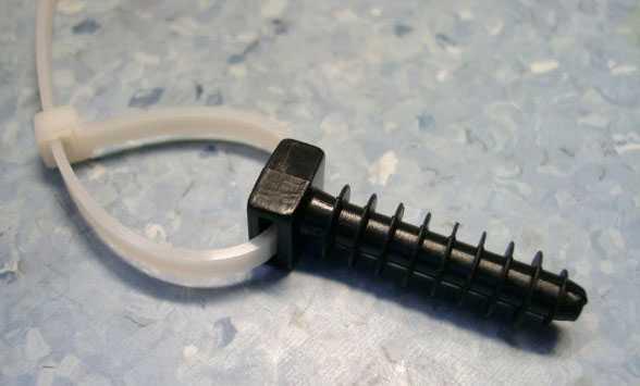 Как самостоятельно закрепить кабель к стене или потолку при помощи дюбель-хомутов