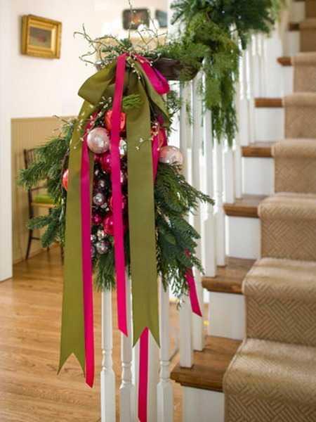 Новогодний декор для лестницы: 60 превосходных идей на любой вкус | дизайн-ремонт.инфо. фото интерьеров. идеи для дома