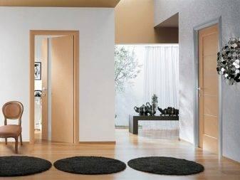 Светлый пол в интерьере гостиной, спальни, кухни и прихожей: 80 фото и идей