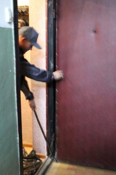 Как самостоятельно демонтировать и заменить межкомнатные двери в помещении
