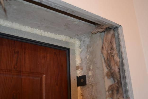 Отделка откосов входной двери. какие материалы можно использовать?