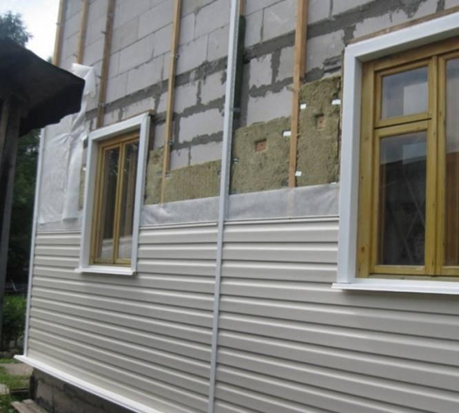 Как правильно провести отделку сайдингом окна разного расположения