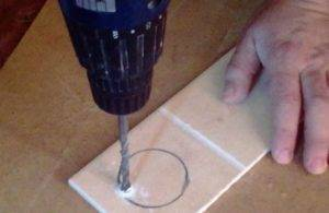 Чем просверлить керамогранитную плитку: инструкция как правильно сделать отверстие
