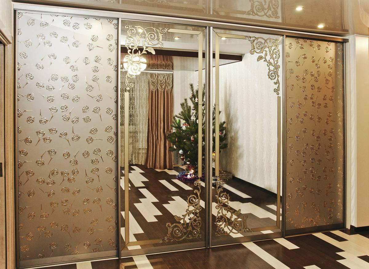 Зеркальные двери-купе: раздвижные межкомнатные модели с зеркалом, безрамные и комбинированные варианты, какая максимальная ширина возможна, примеры