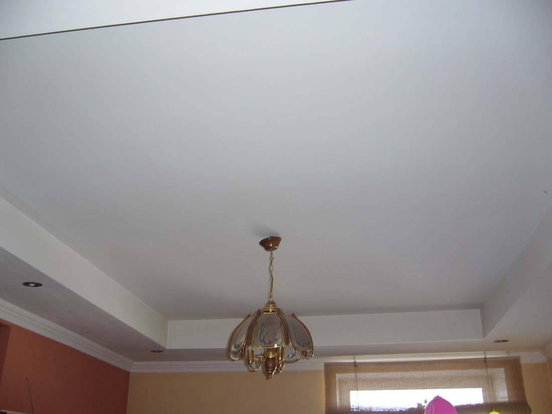 Секреты идеального дома: чем отмыть глянцевые натяжные потолки без разводов