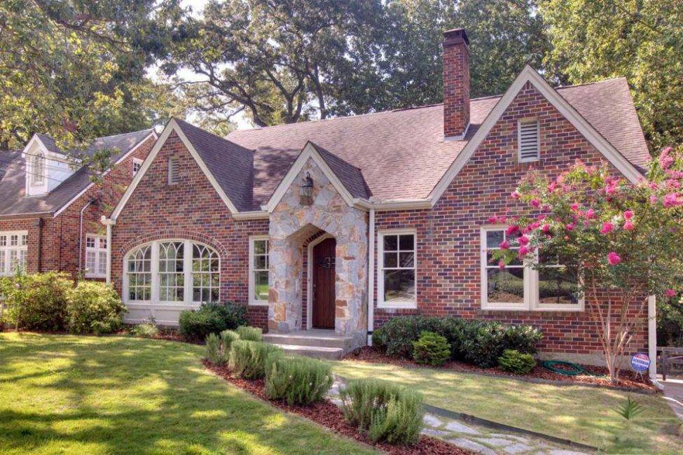 Красивые фасады домов из кирпича: все за и против