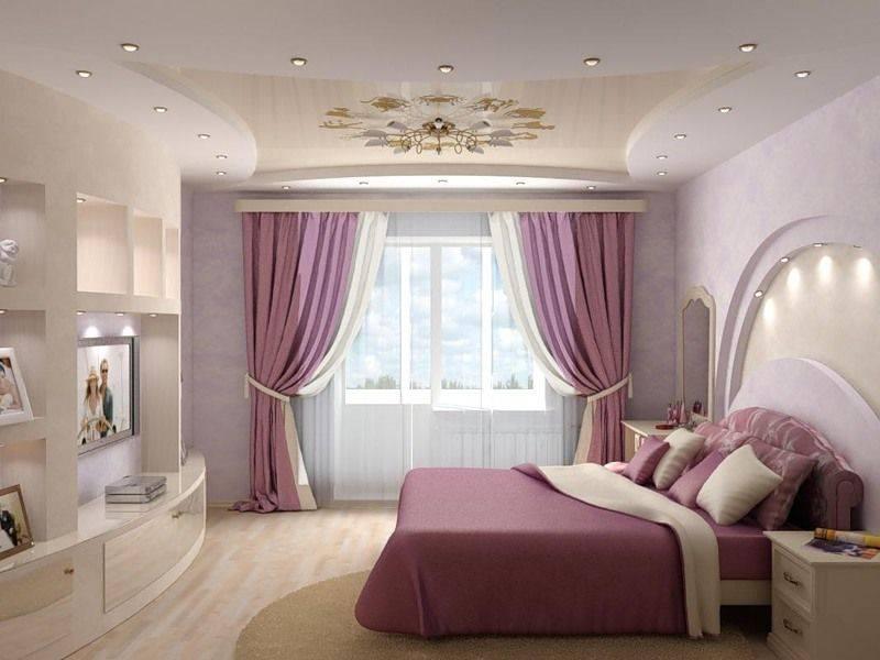 Примеры современного дизайна залов с натяжными потолками: 50 фото