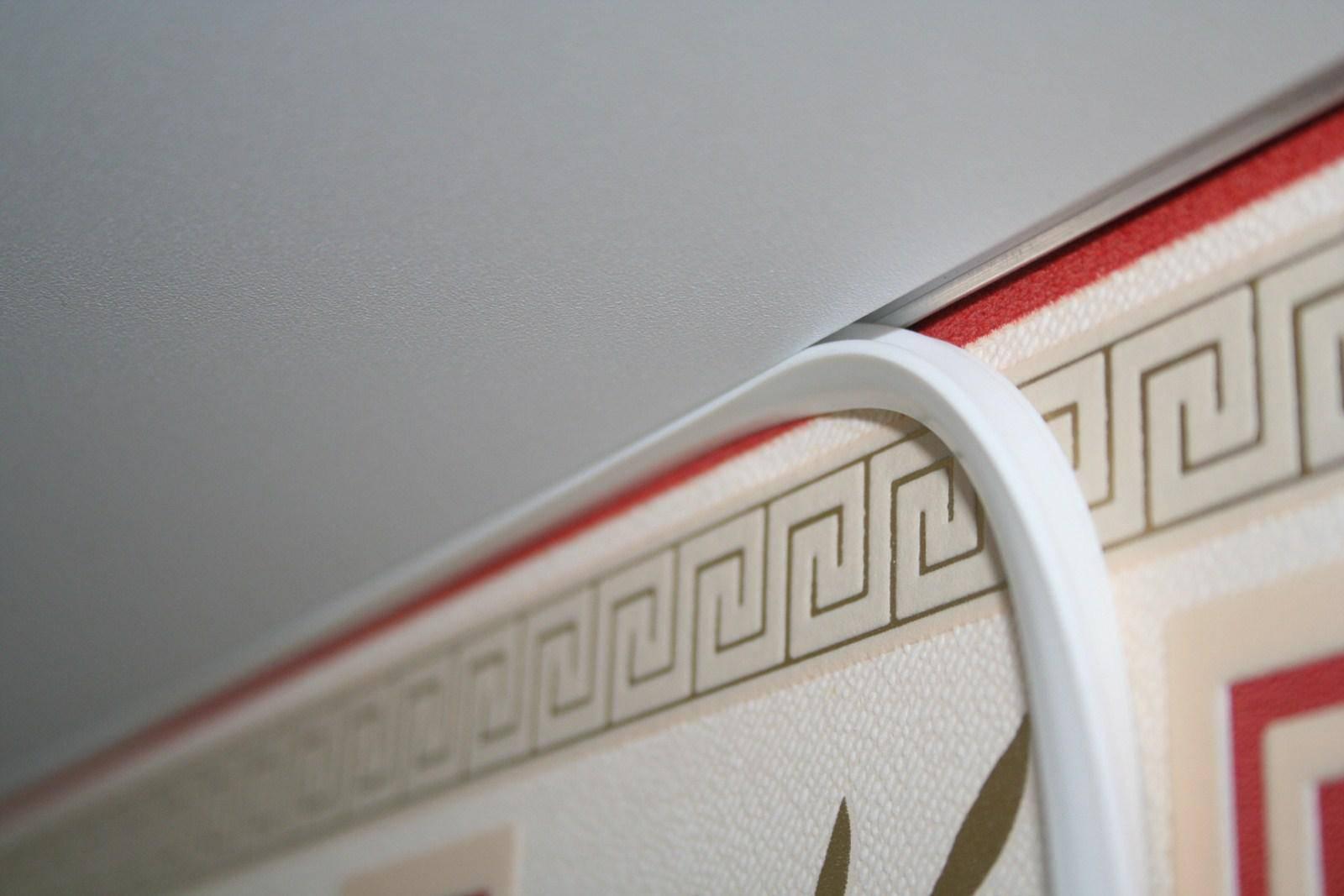 Пластиковые потолочные плинтусы: разновидности и монтаж
