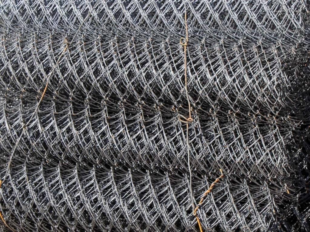 Как украсить забор из сетки-рабицы – оригинальные идеи декора