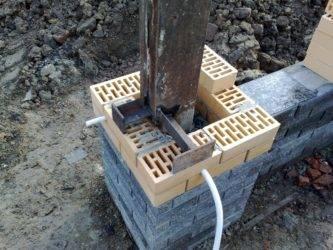 Как выложить столбы для забора из кирпича своими руками?