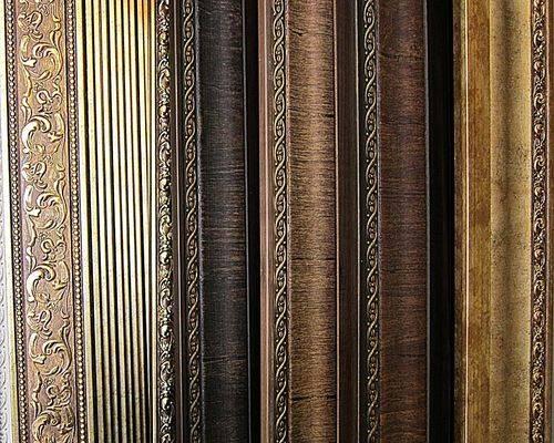 Багеты для штор (29 фото): виды потолочных конструкций, как правильно повесить багеты для занавесок, кованые изделия в интерьере