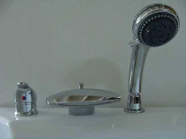 Смеситель на борт ванны акриловой с душем и джакузи, каскадные и врезные однорычажные бронзовые модели