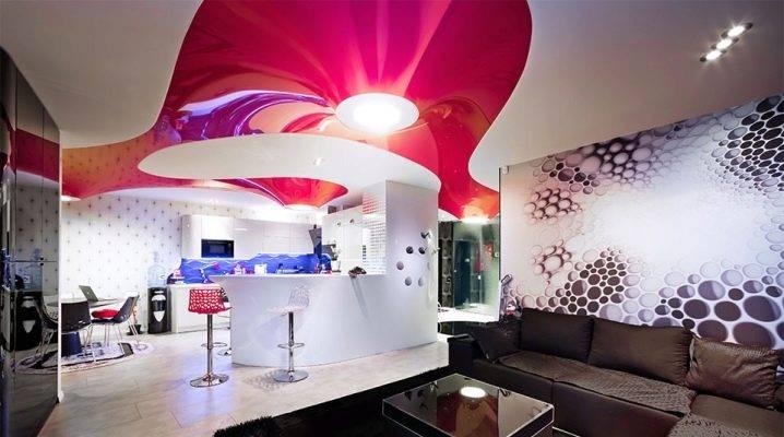 Двухцветные одноуровневые натяжные потолки в интерьере