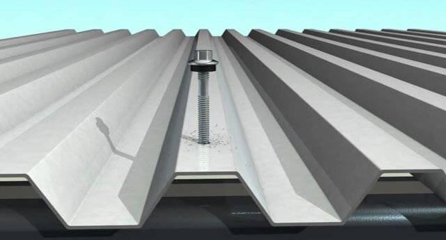 Как крепить профнастил саморезами на крыше? виды креплений