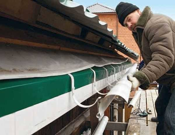 Как правильно установить водостоки на крыше: как установить желоба, если крыша уже покрыта, как крепить водосточную систему, как устанавливать, поставить, монтаж