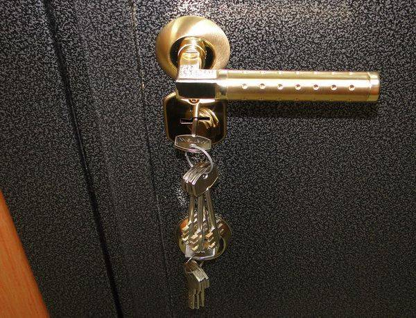 Как вставить замок в межкомнатную дверь своими руками: пошаговая инструкция